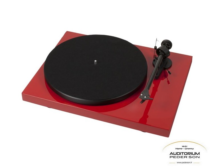 Pro-Ject-Debut-Carbon-Rouge_aclogo
